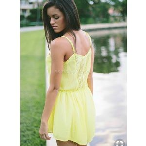 NWT Lace Yellow Romper ✨
